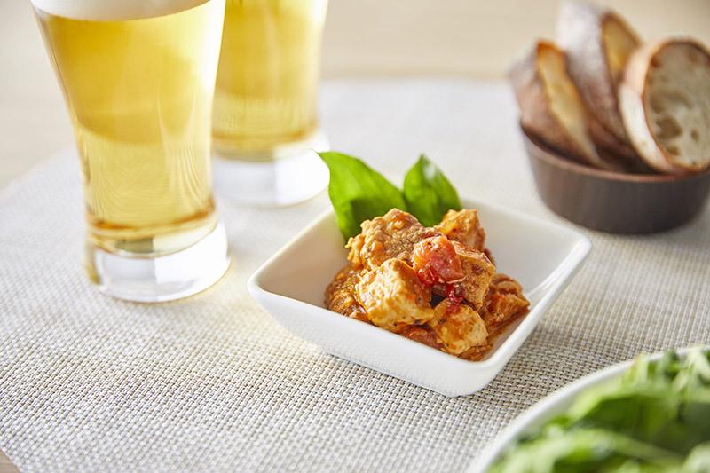 画像: ピリ辛のトマトソースとマイルドなチーズが絶妙に合う。ハイボールやビールがすすむ味わいです(イメージ写真)