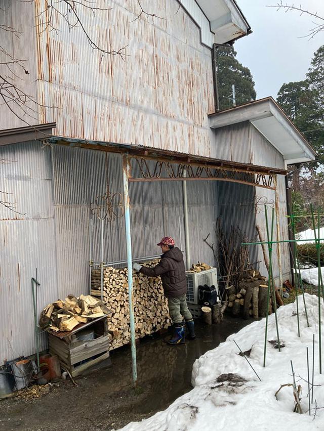 画像: 家人の週末の楽しみ、薪作り
