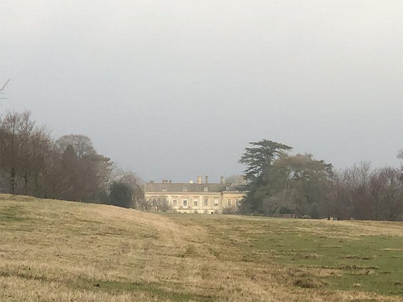 画像: チャールブリーに、王室の狩猟の拠点として建てれられたコーンブリー邸宅は、広大な庭を持っています