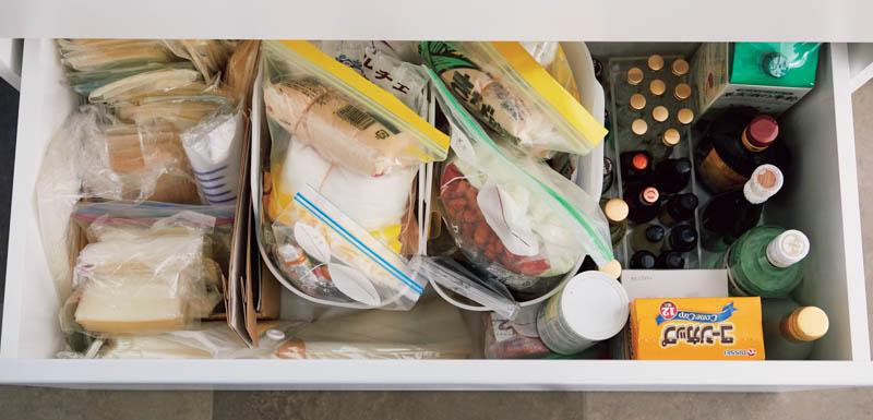 画像: Check 2 深さがある引き出しに入った食材は、捜す手間が大変です