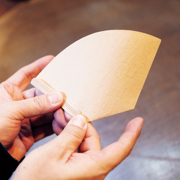 画像: 横と底の折りしろを逆に折る
