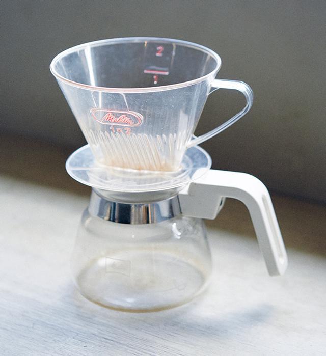 画像: 安くて丈夫で使いやすい。三拍子そろったプロダクトだと、庄野さんは太鼓判を押す。メリタは世界初のコーヒーフィルターメーカーで、メリタ夫人が夫のために考案したというエピソードもお気に入り