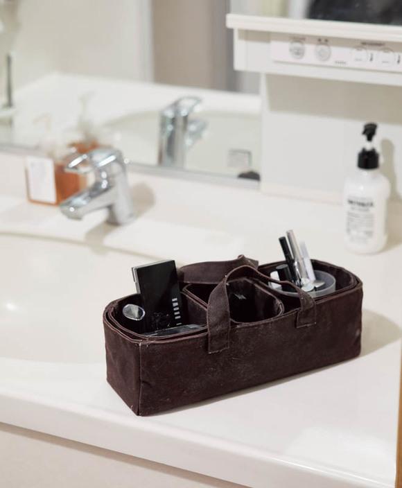 画像: Idea 4 メイク用品一式はバッグごと移動