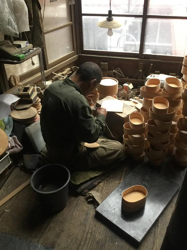 画像: 「小坂屋漆器店」の擦り漆の弁当箱