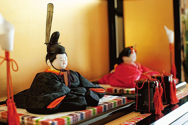 画像: シンプルな着物も嶌村さんが気に入っているところ。最近、赤やピンクに目がないという朝音ちゃんも、おひな様の着物がとくにお気に入りだそう