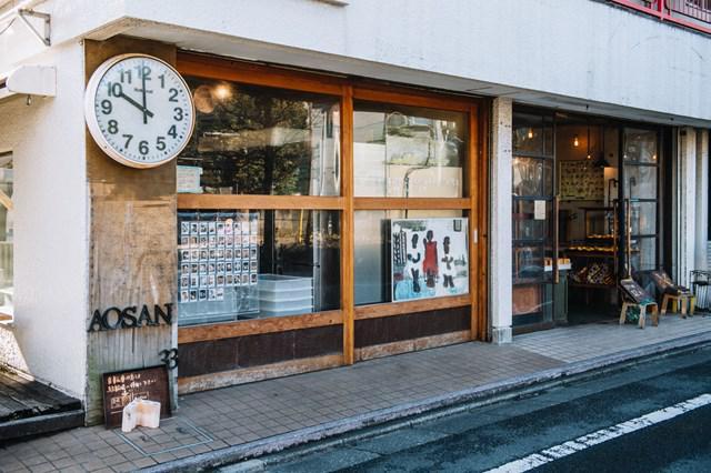 画像: お店は12時オープン。その1時間ほど前から少しずつお客さんが並び始め、開店直前には長い列ができます
