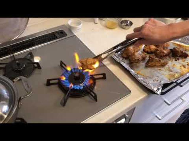 画像: 炭火焼きに負けない「タンドーリチキン」をつくる ~直火であぶる|マバニ・マサコの本格スパイス料理|天然生活web youtu.be