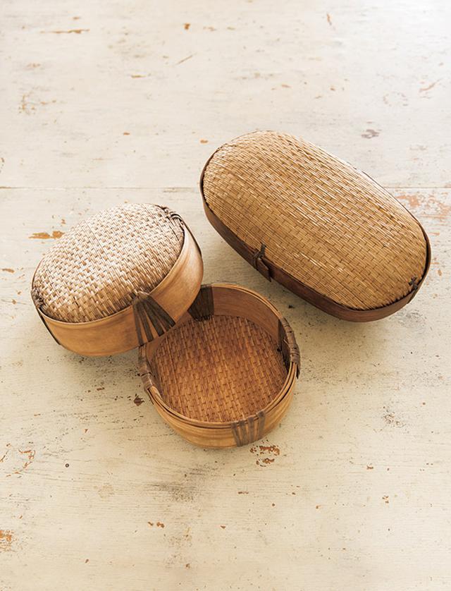 画像: 京都の古道具屋「Kit」で購入。「いままで見たことがない道具を見ると欲しくなるんです。旅先に、食材を入れて持っていったりもします」