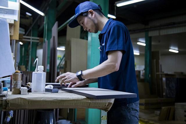 画像: 「KEYUCA」の家具を製作する岡山の家具メーカーで、普通なら捨てられてしまう端材に、新しい命が吹き込まれます