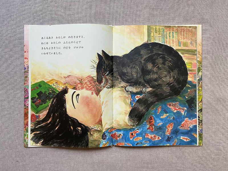 画像: 胸の上に乗ってくる、は猫あるある。重いんですよね。