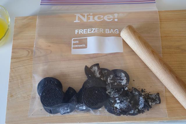 画像: クッキーを砕きます