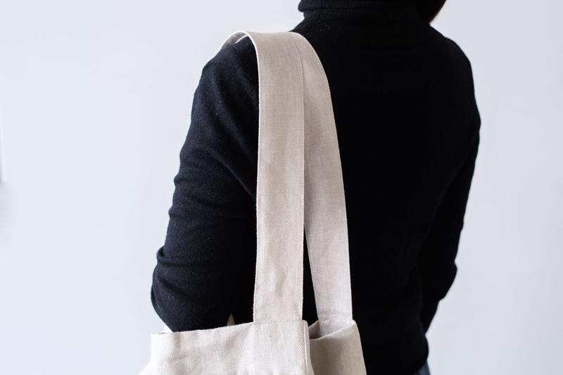 画像: 太めのショルダーで肩に自然にフィット