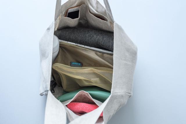 画像: 近所の買い物はもちろん、休日のお出かけにも。A4サイズの本やノートもすっぽり納まり、布ものなどかさばる荷物も大丈夫