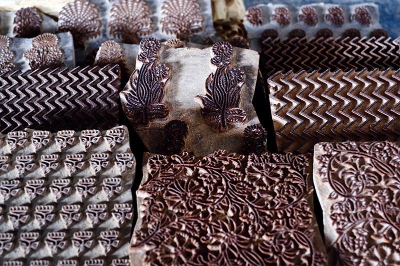 画像: イブラヒム・カトリーの工房に並べられていたアジュラック染めのブロック