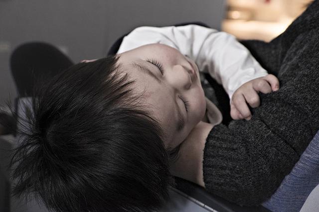 画像1: 夜にゲームをする子は脳が成長しない上に、身長も伸びない