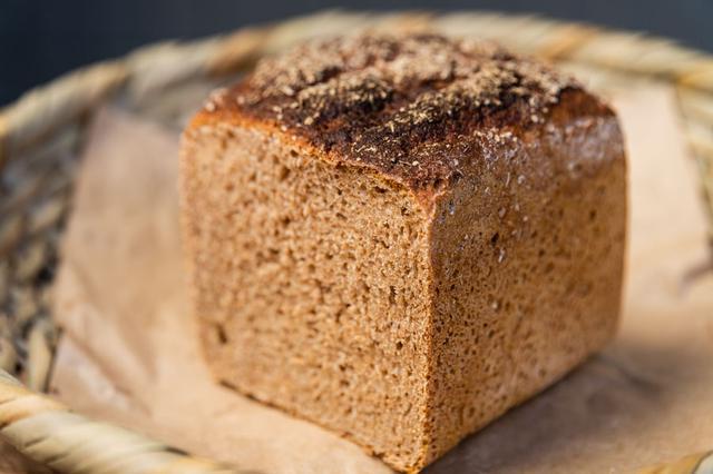 画像: 「ディンケルブロート」は、オーガニックの「スペルト小麦」だけを使用。原種ならではの力強い味わいにはまること請け合いです
