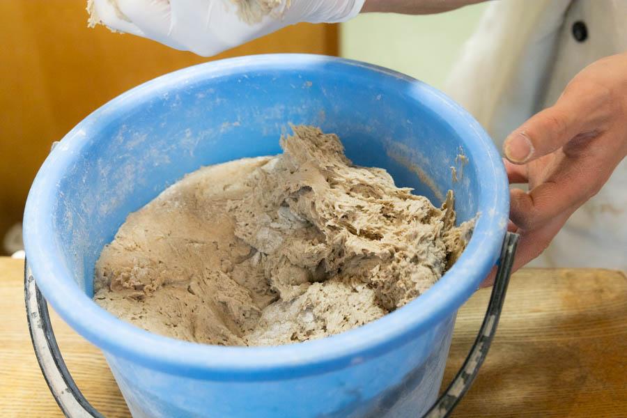 画像: ライ麦パンを焼くのに欠かせないのが、天然酵母のサワー種。ドイツ本店から譲り受けたものを継いで使い続けています