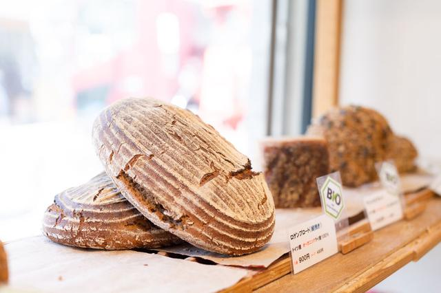 画像: 「ロゲンブロート(細挽き)」は、オーガニックのライ麦を使用。ほかに粗挽きタイプ(全粒粉)もあります