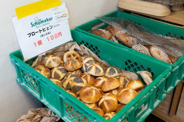 画像: 小型パンのカイザーゼンメルは、1個100円とお値打ち
