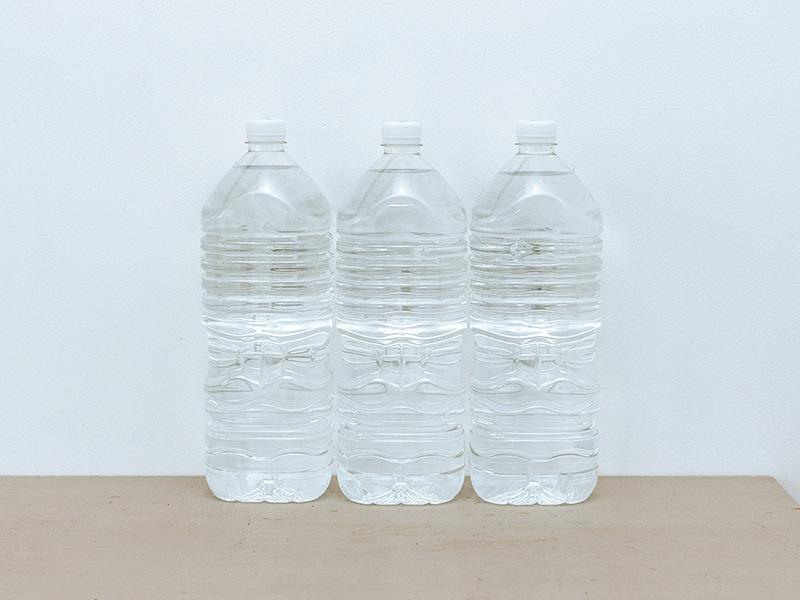 画像: カートリッジ1本から、2Lのペットボトル約5,000本分(※3)のアルカリイオン水がつくれる。しかも1L約3円と経済的。ペットボトルのゴミも減ってエコに。「カートリッジの交換目安が約2年なのも楽ですね」