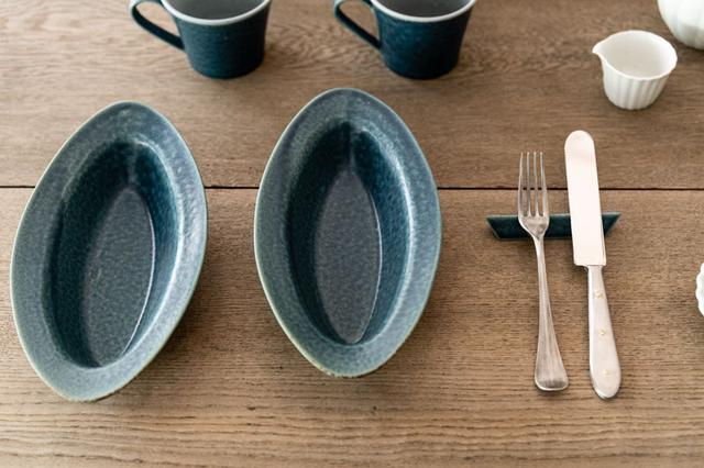 画像: こちらは村上さんの陶器の作品で、ファンの多いシリーズ。食洗機OKの丈夫さで、オーブンでも使えるものもあるのだとか(写真のものは耐熱)