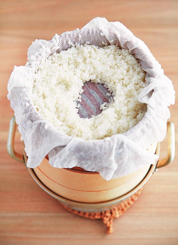 画像: ドーナッツ状に盛ると蒸気が効率よくまわる。せいろは直径18cmを使用