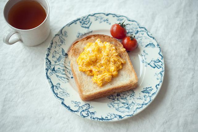 画像: 甘酒スクランブルエッグトーストのつくり方