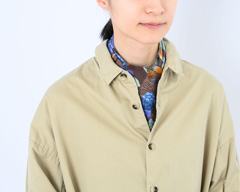画像: シャツ 18,000円/ヴェリテクール スカーフ/スタイリスト私物