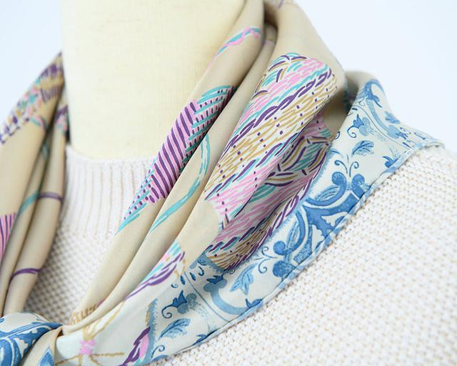 画像: 柔らかい素材のスカーフ[ウィッカーボトル] 12,000円/マニプリ(フラッパーズ)