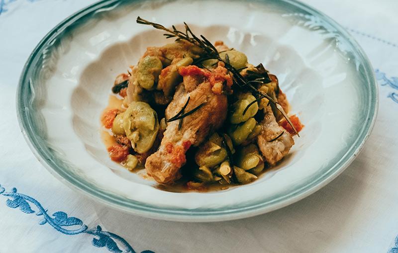 画像: SEGUNDO PLATO 二皿目 鶏手羽元とそら豆のハーブ風味