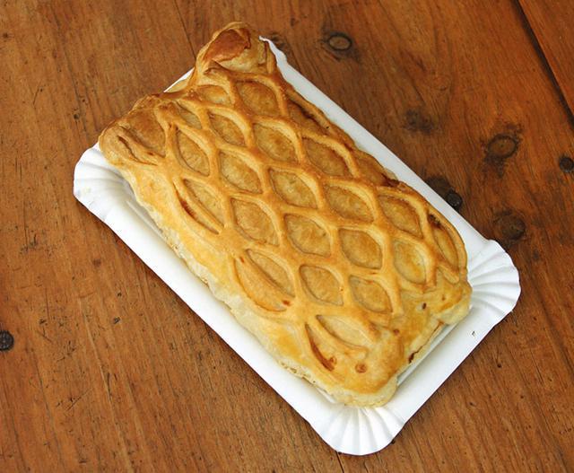 画像: 「エンパナーダ」は、野菜や魚介類、ソーセージや豚肉などをはさむガリシア風パイ