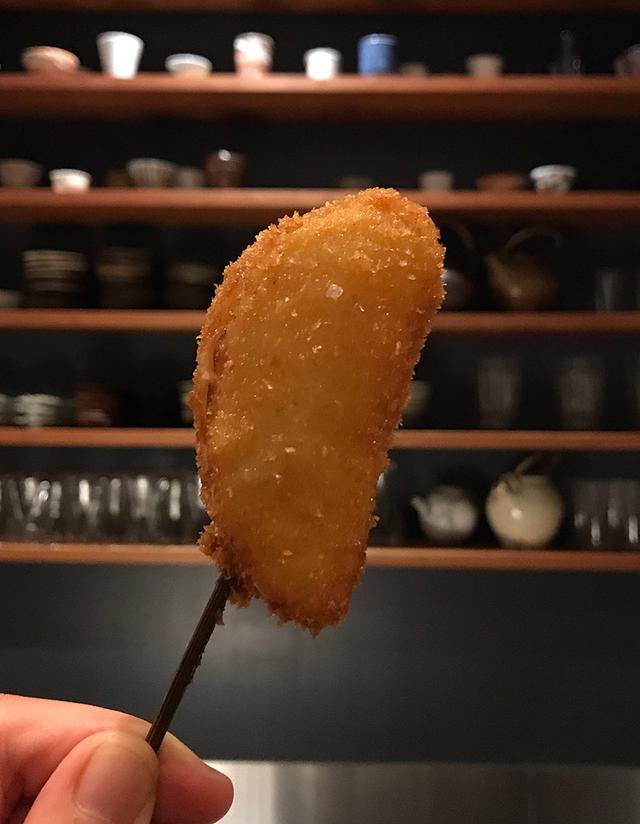 画像: 「串揚げ万年青」の串揚げは1本につき一つの素材で。素材本来の味に感動必至。