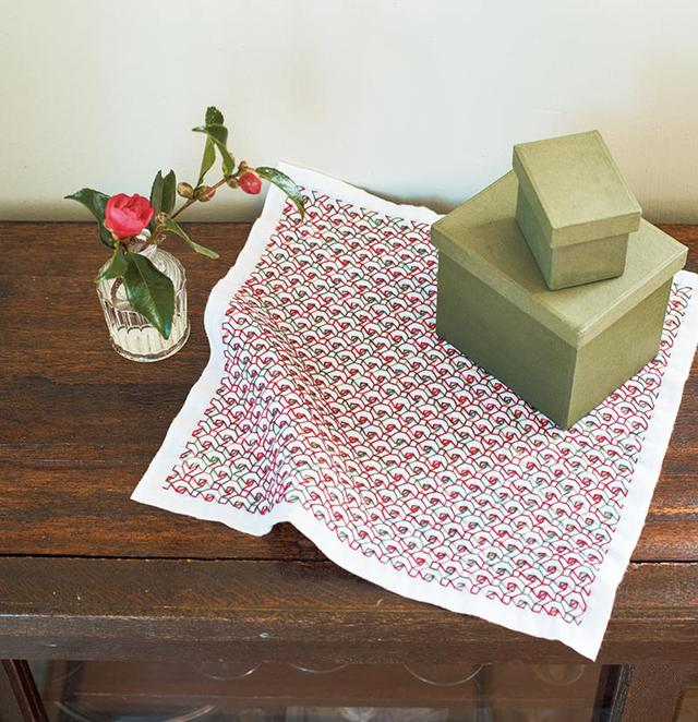 画像: 刺し子でつくる、山茶花のふきん