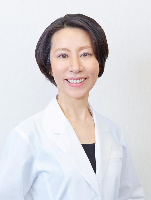 画像: 「エイジングケアコース」 を監修した上島朋子医師。「肌の健やかな美しさ」にこだわり、疾患の治療から先端美容医療、再生医療の研究まで手掛けてきました