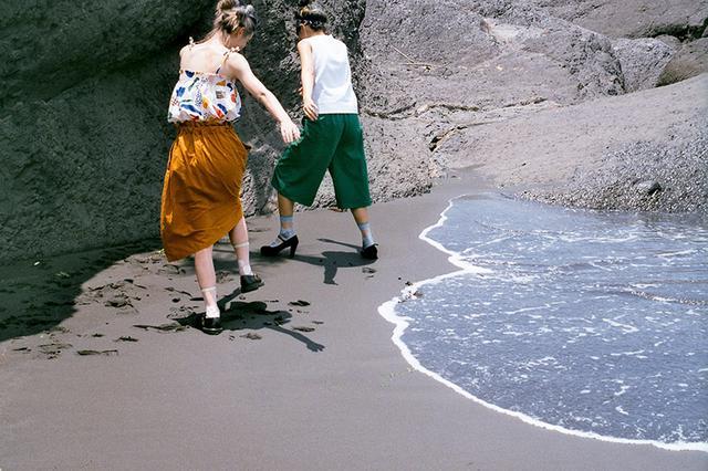 画像1: 黒い砂浜が出現する「外澳(ワイアオ)」の岩場