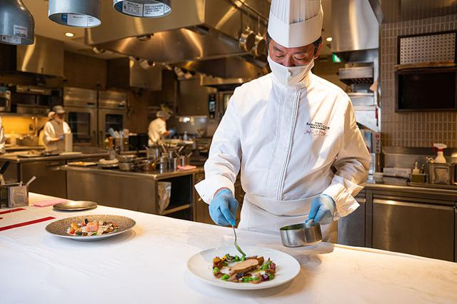 画像: 腕利きのシェフがていねいにつくり上げる料理は、格別の味わい