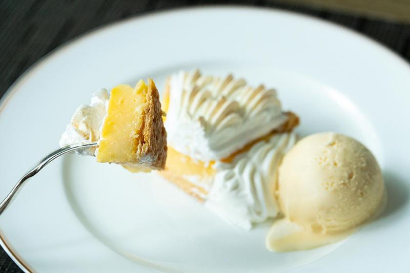 画像2: パイ、レモン、メレンゲが三位一体となった味わいの〈レモンパイ〉