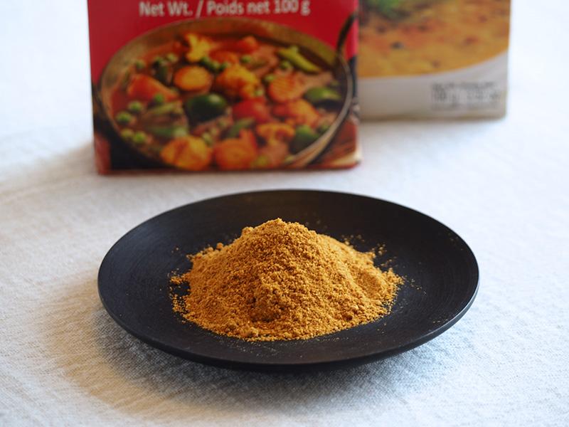 画像: クミンやターメリックなど、10種類以上の香辛料やハーブと塩がブレンドされたスパイスミックス。写真はインド産のもの