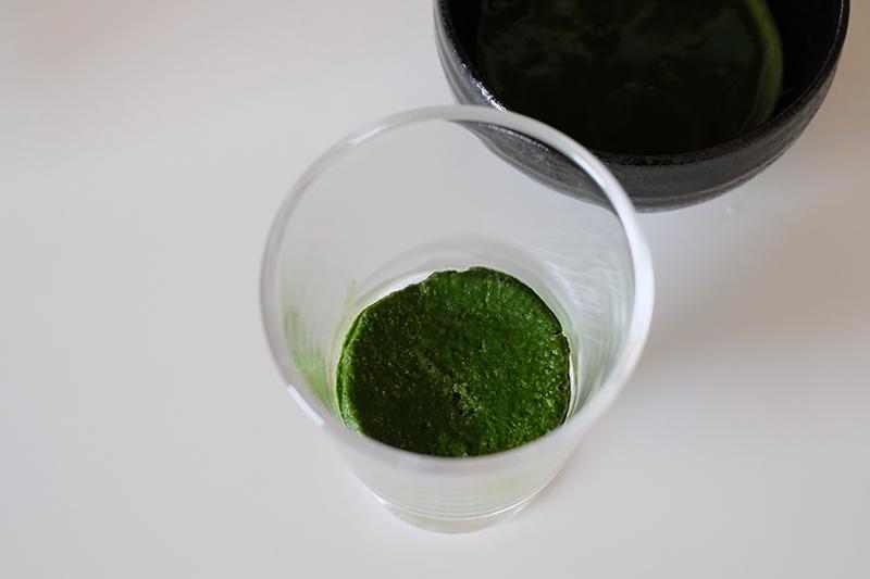 画像: 抹茶に浸した生地を器に入れた状態