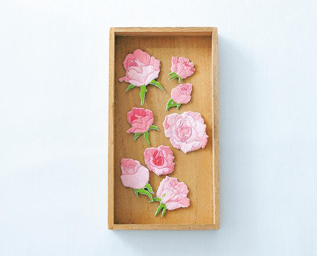 画像: 『wappen』に登場したバラのモチーフ。刺しゅうを切り取りワッペンに仕立てるその手法は、ういさんの作品世界に新しい風を吹き込んだ