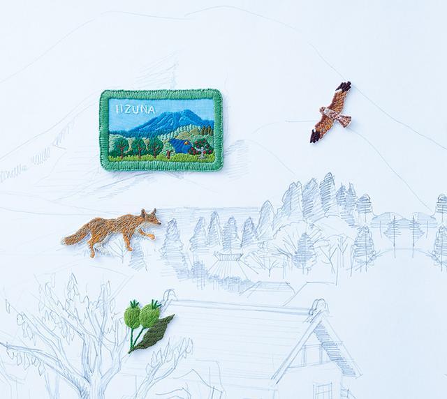 画像: 新作の刺しゅうワッペン。ういさんのアトリエから見える自然をていねいに描写した。空を漂うトンビ、道を渡るキツネ、りんごの実……
