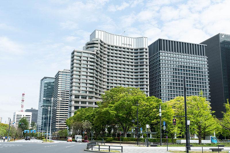 画像: 都心の一等地に堂々とそびえる「PALACE HOTEL TOKYO」外観