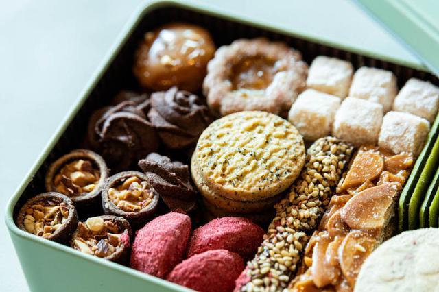 画像: 11種のクッキーが詰め込まれた〈プティフールセック缶〉