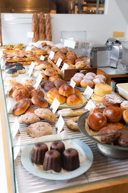画像: ハード系からおやつ系、サンドイッチ類など、毎日40種類ほどをラインアップ