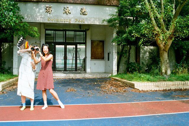 画像: このプール(「游泳池」は中国語でプールのこと)も、いまはもう取り壊されてしまいました。