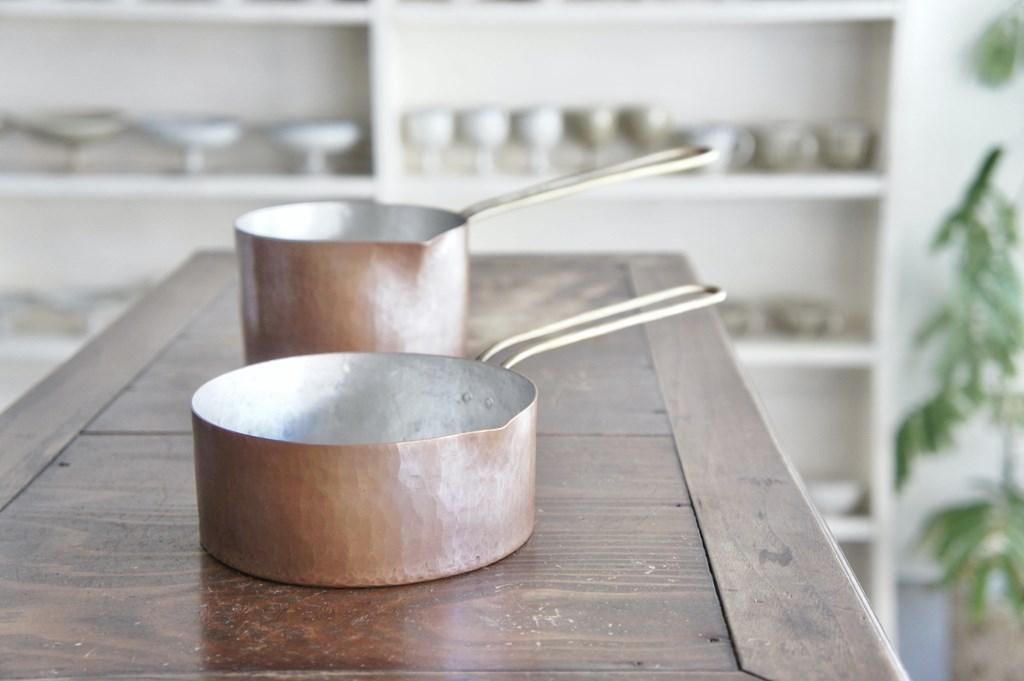 画像: 「煮る、炒める、揚げるなど、なんでもできてとても便利」と、小笹さん大絶賛の「パン」。大橋さんにお願いすると、凹みや焦げ、内側の錫の塗り直しなどにも対応してもらえるそう