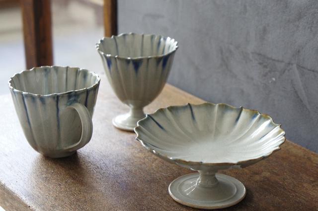 画像: 稜花(りょうか)の「足付カップ」「カップ」「コンポート」は、洗練されたデザインながら、陶器の持つ温もりも感じさせてくれます