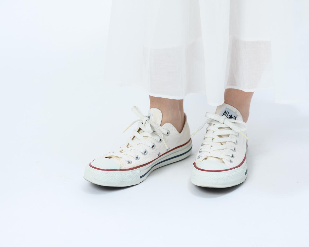 画像: 靴ひもがゆるい状態(斜めから見たところ)
