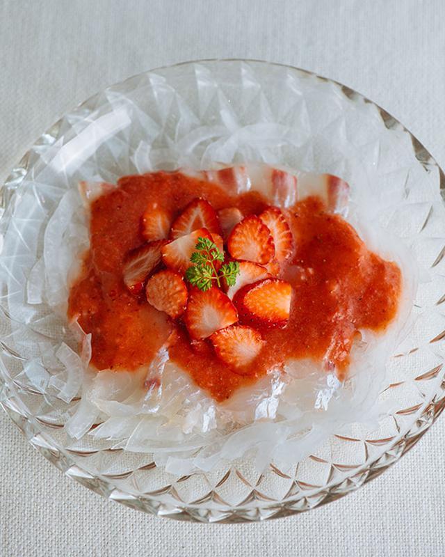 画像: いちごと白身魚のカルパッチョ