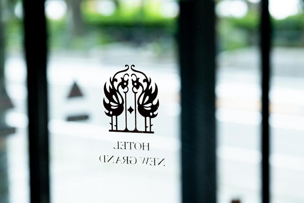 画像: ホテルのシンボルである不死鳥のフェニックス